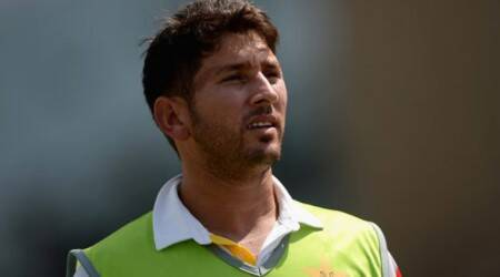 PSL 2018: Sohail Khan throws ball at Yasir Shah to get his attention