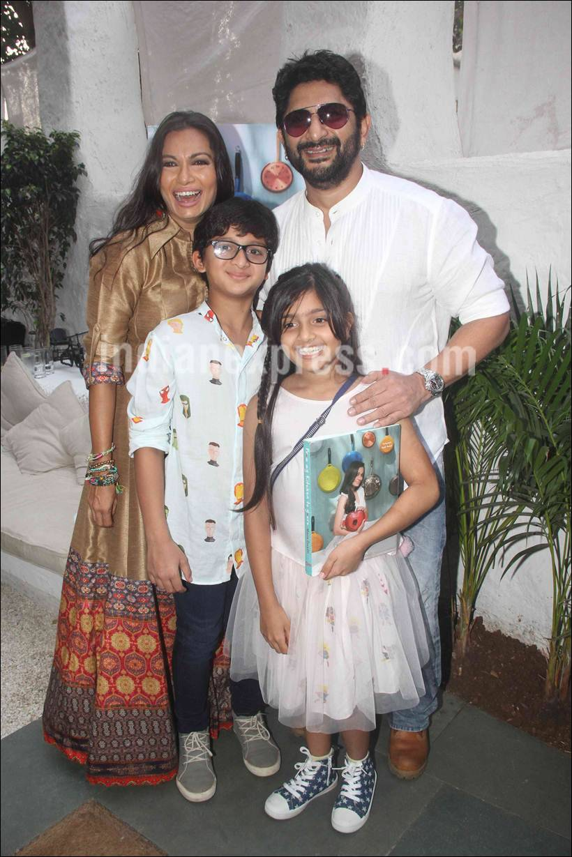 arshad warsi, arshad warsi wife, arshad warsi pics, maria goretti, maria goretti book launch, from my kitchen to yours, Sohail khan, Tisca Chopra, Mandira Bedi, Kunal Kemmu, Tusshar Kapoor, Kabir khan, Kiran Rao, Mini Mathur, Masaba, Shriya Saran, Shruti Seth, Roshni Chopra, entertainment