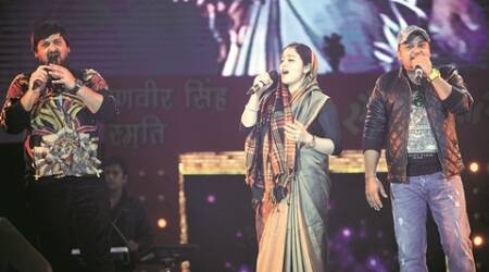 lucknow mohotsav, akhilesh yadav, mulayam singh, aparna yadav, Mulayam Singh Yadav's daughter-in-law, aparna yadav performance, uttar pradesh news, lucknow news