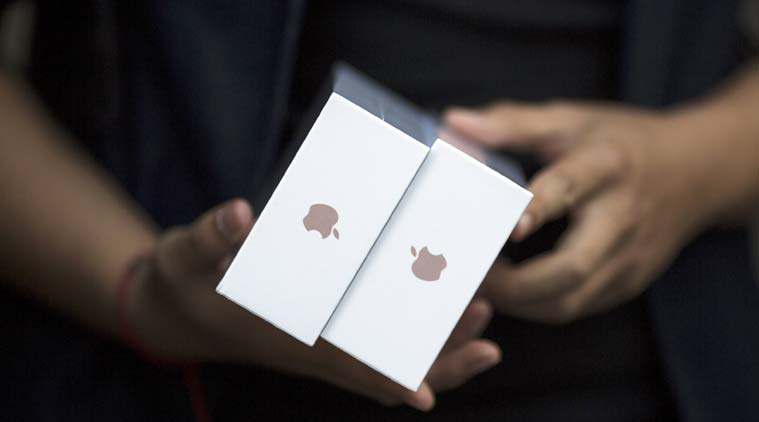 Apple Inc and the US Federal Bureau of Investigation will make their cases before a congressional panel on Tuesday