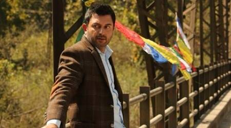 'Roja' actor Arvind Swamy returns to Bollywood with 'DearDad'