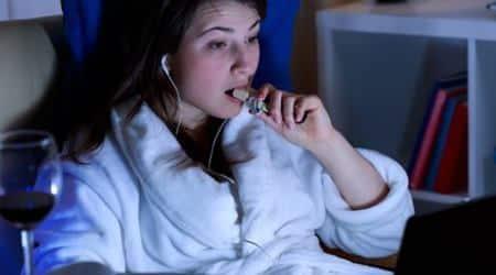 sleep deprivation, binge eating, hunger pangs, guilty pleasures, snacks, high-fat food, sugar, pleasures of eating, midnight snacks, lack of sleep, junk food