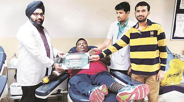 blood donation, blood donation in chandigarh, chandigarh blood donation, physically challenged man donates blood, polio, PGIMER, chandigarh news