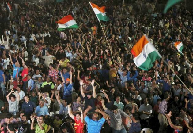 india pakistan fans, india fans celebrate, india pak win photos, india pakistan win pics, india pakistan cricket, india pakistan world t20, india pakistan crowd pics