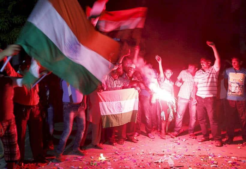india pakistan fans, india fans celebrate, india pak win photos, india pakistan win pics, india pakistan cricket, india pakistan world t20, india pakistan crowd pics