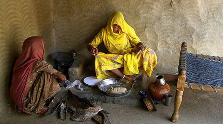 Rural Rajasthani women cooking on chulah. (Photo: Flickr/llanosom)