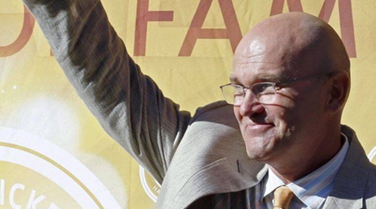 Tributes flowed in for former New Zealand cricket captain Martin Crowe, who died after a long battle with cancer. Reuters