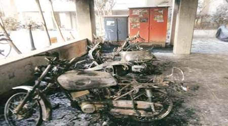 Pune: Vehicles catch fire in parking lot