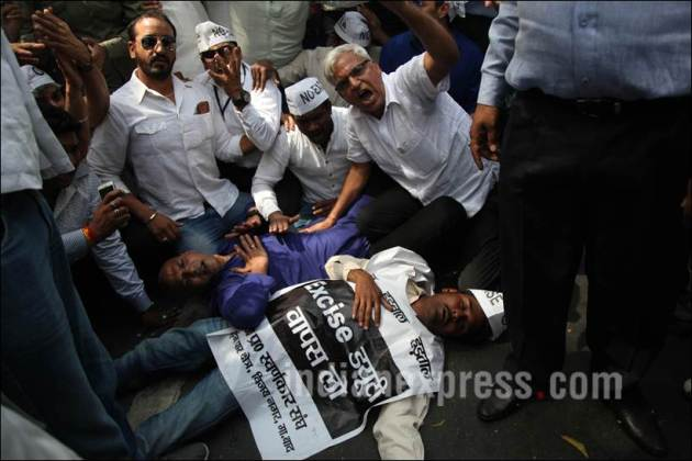 Jewellers Protest, Gold traders protest, Arun Jaitley, BJP, Bhartiya Janta Party, one per cent excise duty on jewellery, BJP National HQ, Jewellers Protest 28th day, Gold traders protest 28th day