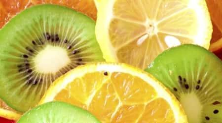Vitamin C rich diet may slow downcataract