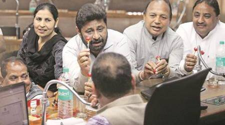As Chandigarh gets Rs 700 cr, Mayor gets lollipops from Cong councillors