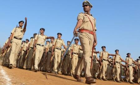 Madhya Pradesh constable chases miscreants, gets shot