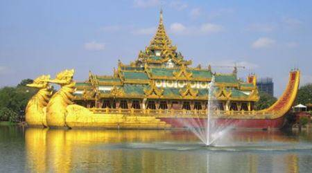 Want to enjoy Myanmarese culture at its best? Kandawgyi Lake is the place to be