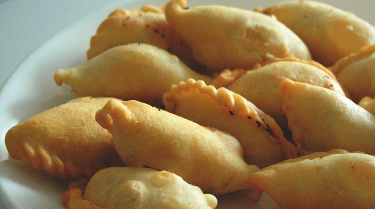Happy Holi, Holi, Holi sweets, Holi desserts, Holi recipes, Express Recipes, gujiyas, pedakiyas, gujiya recipe, pedakiya recipe, milk sweets, milk sweet recipe, karchikai, kajjikaya, Bihar, Bihari cuisine, Bihar food, Bihar sweets,
