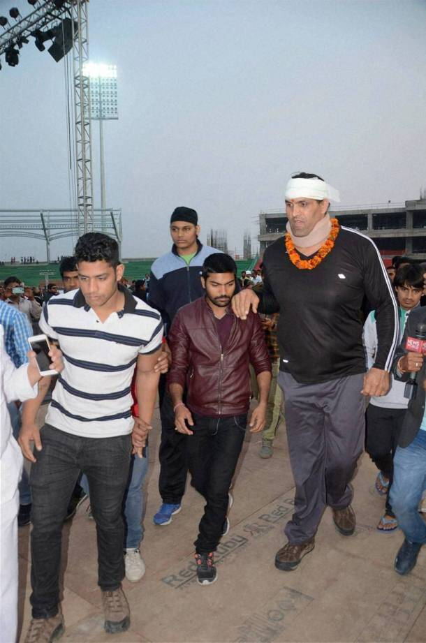 Khali, khali fight, khali news, khali fight video, khali fight images, khali fight photos, khali height, khali wife, the great khali, the great khali returns, the great khali fight, Wrestler Khali, Khali India, India Khali, Khali injury, Khali injured, sports, wrestling news, wrestling