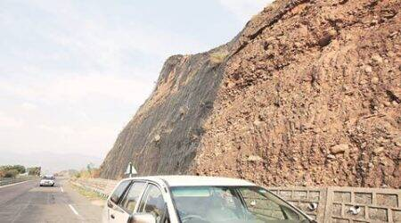 Iron nets missing on hilly slopes, safe drive becomes a matter of concern
