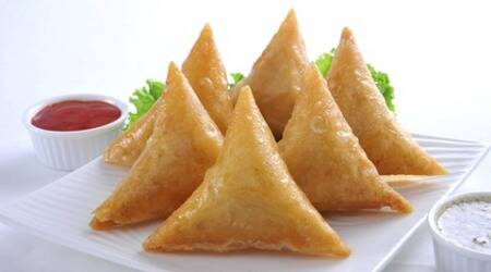 Give a twist to your regular Samosa with this delicious Macaroni Cheese Samosa recipe