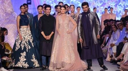 Lakme Fashion Week: Manish Malhotra woos the summer bride