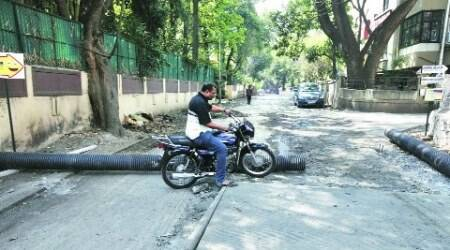 Traffic cops stop road digging withoutpermission