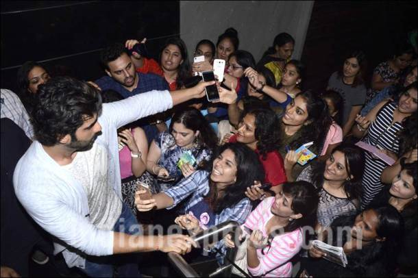 Arjun Kapoor, ki and ka, ki & ka, Arjun Kapoor pics, Arjun Kapoor with fans, Arjun Kapoor fans pics, Arjun Kapoor ki and ka, Arjun Kapoor ki & ka, kareena kapoor, Arjun Kapoor photos, entertainment