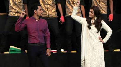 Aishwarya Rai Bachchan dances to Tung lak with Randeep during Sarbjit promos