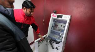 Attempt to loot ATM foiled, fournabbed