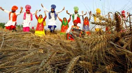 Baisakhi festival: Congress, SAD go the extra mile to retain workers at their rallies