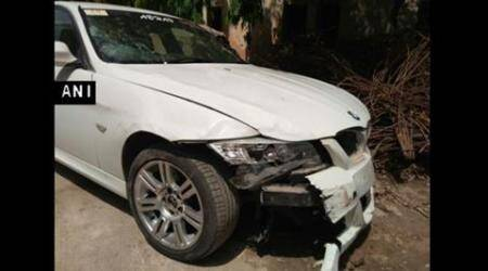Noida BMW hit and run case: Family of 20-yr-old killed protest with body onroad