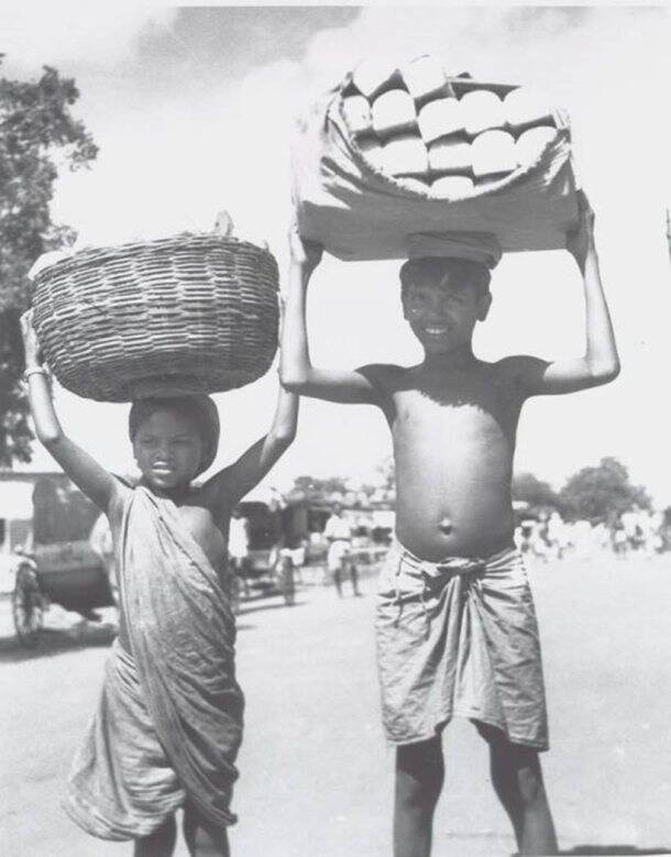 cal food_Bread sellers -- or deliverers -- Calcutta Street