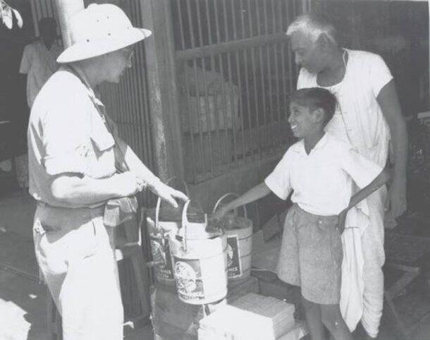 cal food_Noel Hepp US serviceman from Troy New York negotiates a price on an ice cream freezer from a young vendor in a stall along a Calcutta street