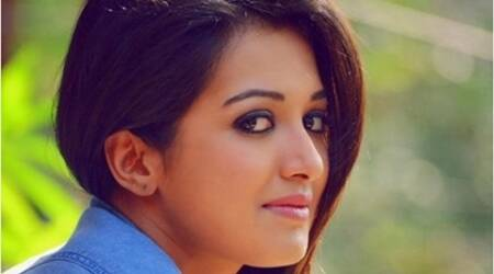 Worked with lot of positivity on 'Sarrainodu': Catherine Tresa