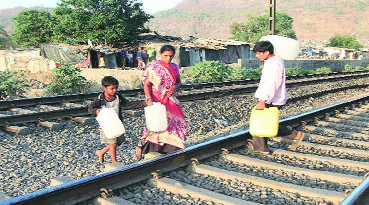 water crisis, fetching water in water scarce region, water scarce region, water scarcity, water scarcity in maharashtra, maharashtra water crisis