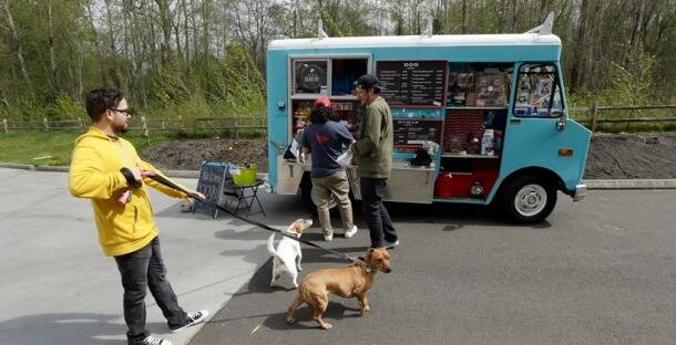 Paw-lickin' good: Now, dogs get their own food truck