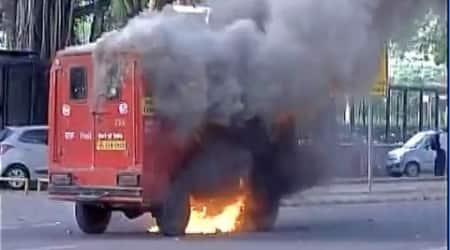 Delhi: Mail van heading towards Patel Chowk catches fire, nonehurt