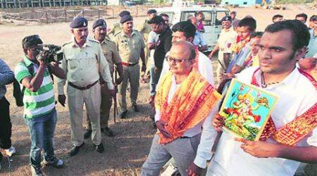 Gujarat: Ahead of maha-aarti, cops detain protesters