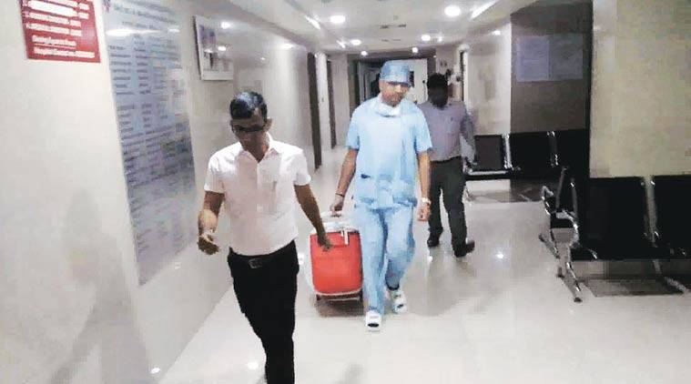 The heart being taken in a special equipment from Mahavir Hospital in Surat by doctors. Photo courtsey: Fortis Hospital