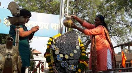 Breaking 400-year-old tradition, women enter Shani Shingnapur inner sanctum