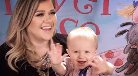 Kelly Clarkson's daughter River waves goodbye to 'American Idol'