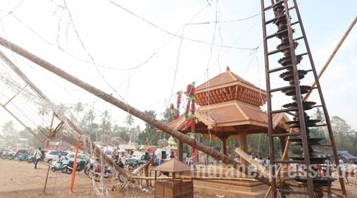 kerala temple fire, puttingal temple, kollam temple fire, paravir temple fire, kerala high court, oommen chandy, temple fire, fire in puttingal temple
