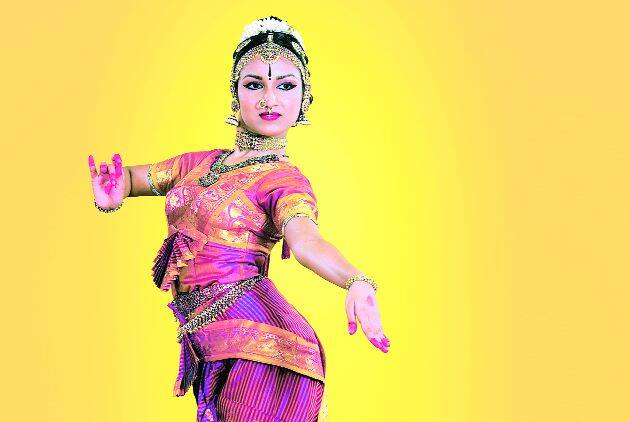 kuchipudi dancer