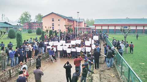 nit srinagar, nit srinagar protests, nit protests, srinagar protests, narendra modi, jammu kashmir, kashmir, smriti irani, india news