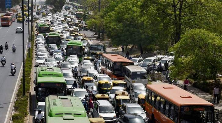 New Delhi: Traffic moves at slow pace at ITO, Vikas Marg during the second phase of odd-even scheme, in New Delhi on Monday. PTI Photo by Manvender Vashist (PTI4_18_2016_000022B)