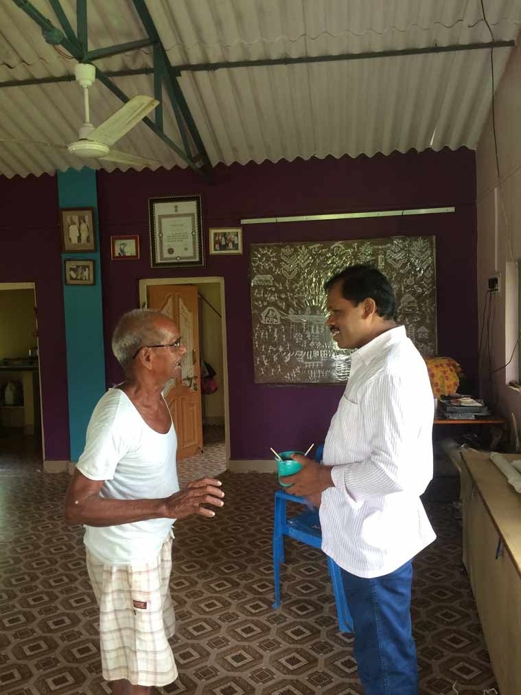Rajesh Vangad with legendary Warli painter Jivya Soma Mashe in Ganjad, July 2015 (photo credit: Gauri Gill)
