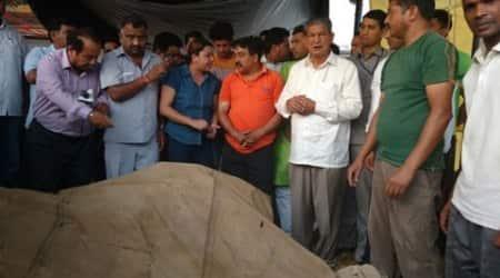 Shaktiman dies, Rawat paystribute