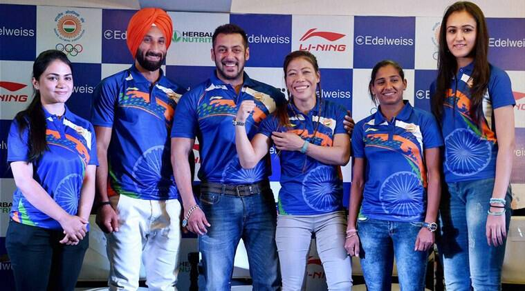 Salman Khan pose with Mary Kom