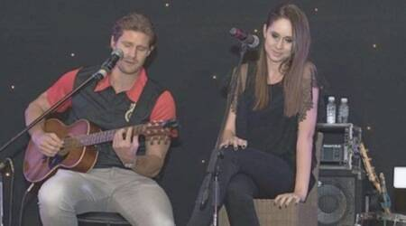 Watson performs with AB de Villiers' wife Danielle