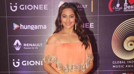 Sonakshi Sinha, Sonakshi sinha twitter, Sonakshi sinha question answer session, gender discrimination, Sonakshi sinha upcoming films, Sonakshi sinha birthday surprise, Akira, Force 2, Entertainment news