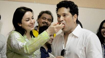 Sachin Tendulkar celebrates 43rd birthday with wife Anjali, kids from Make A Wish foundation in Mumbai