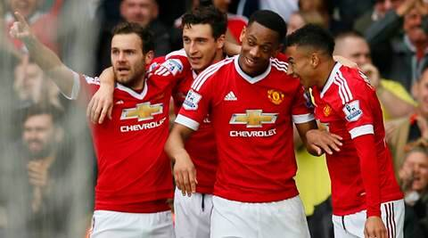 Manchester United boost top-four hopes with 1-0  win over Everton