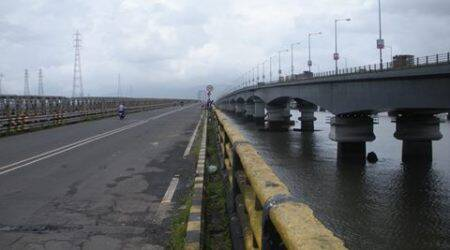 Two held for driving teens to jump off Vashi bridge in Mumbai